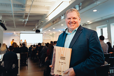 Sylvain Laporte, Hatch's Rail & Transit Systems lead, receives the 2018 Leader in Sustainable Transport Award from Voyagez Futé and MOBA, a transportation management center for Greater Montreal, along with the Chamber of Commerce of Metropolitan Montreal.""