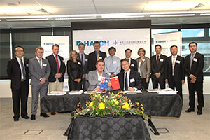 Hatch's regional director of Infrastructure, David Small, and CCCC FDINE director/deputy general manager, Wu Jinquan (both seated) sign the Hatch–FDINE joint venture agreement at a ceremony on December 17, 2015, held in Hatch's Brisbane office