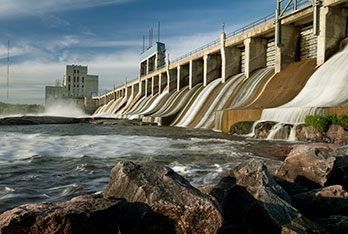 Power dams, climate change, and extreme events